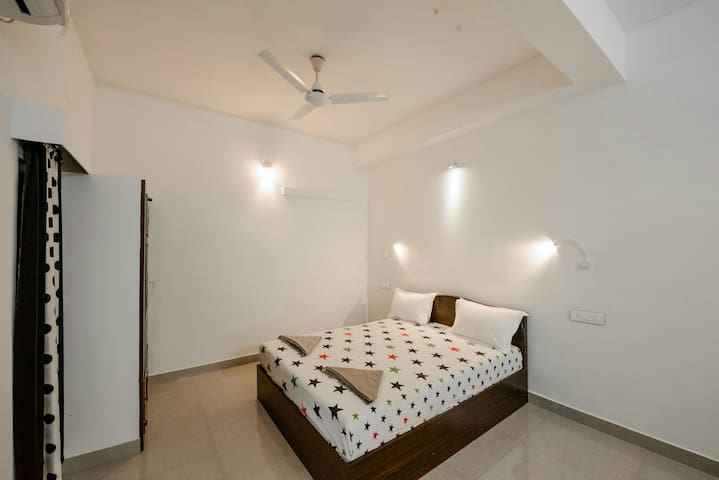 Deluxe room in a beautiful family homestay..!!