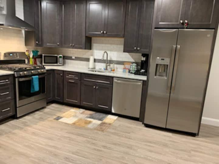 Newly Renovated 2 Bed Apartment in Hyannis Center!