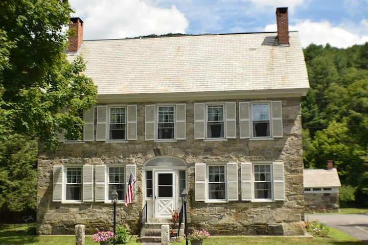 Stone House Bed & Breakfast - Clark Room