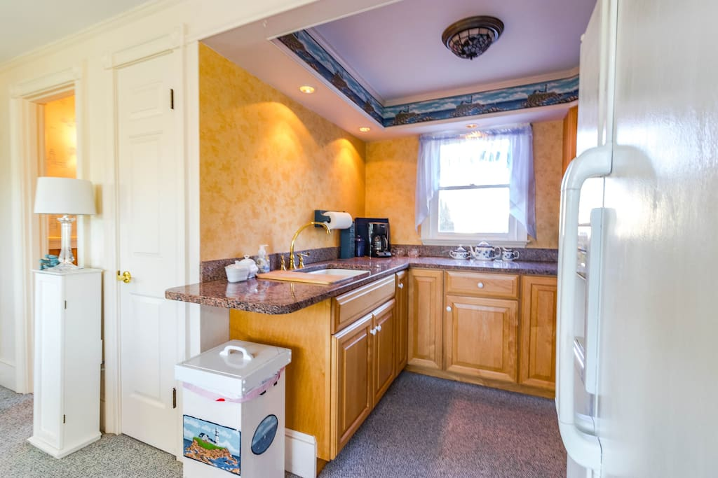 Kitchen - Got everything you need (and that means ToGo Menus and a list of our favorite restaurants). NOT Actual kitchen, we are painting but thought we'd show you what a small kitchen is