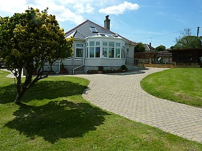 Clovelly Self Catering Holiday Bungalow - Gorran Haven