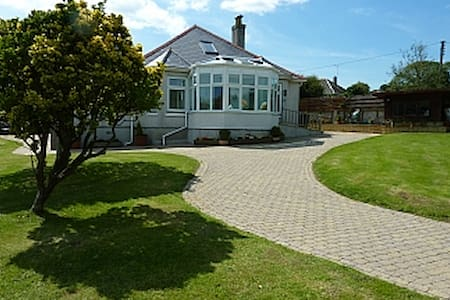 Clovelly Self Catering Holiday Bungalow - Gorran Haven - Cabana