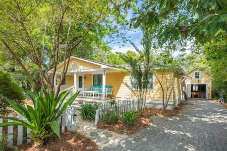 Private Home-Pet Friendly-Walk to Beach & Town