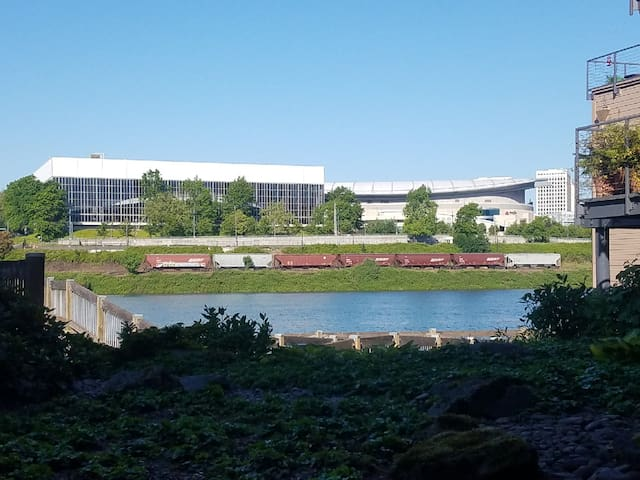 Premium Waterfront Condo, 20% Construction Disct.