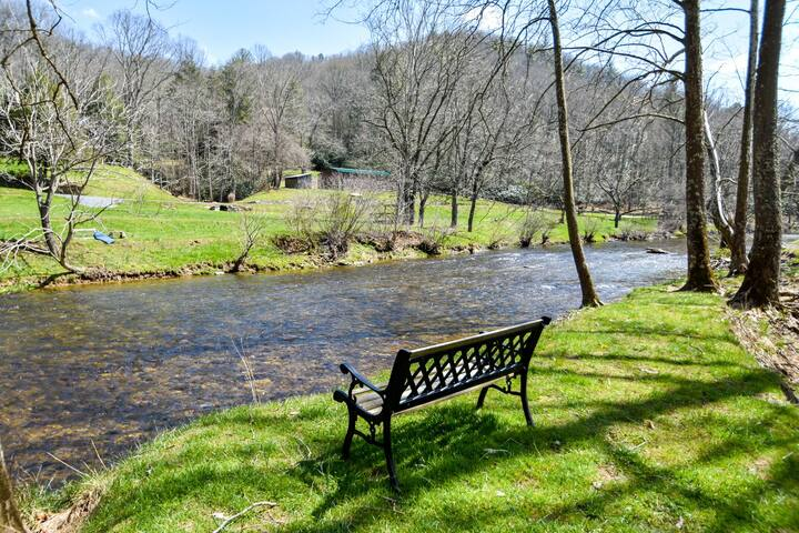 Riverview - River Front Cottage in Valle Crucis, Kayaking, Fireplace