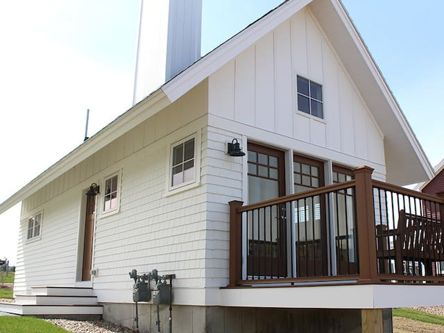 Brand New Cottage in the White Mountains, Close to Skiing and Snowmobiling!