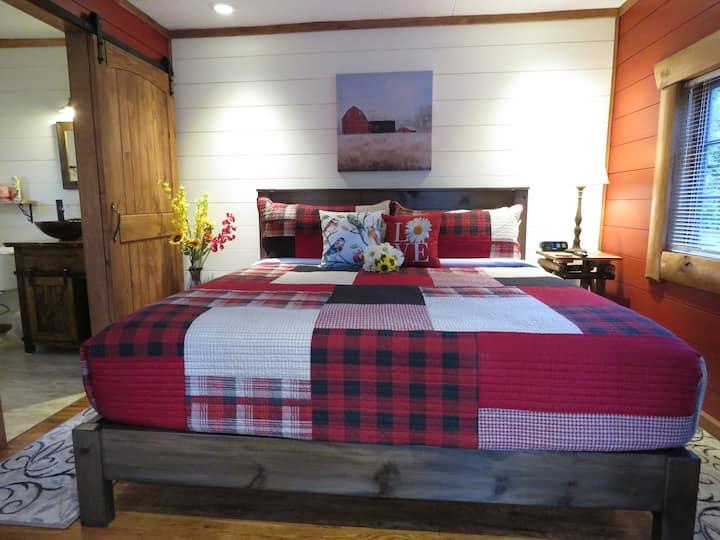 7 - Red Cedar Cabin - Tall Pines Inn