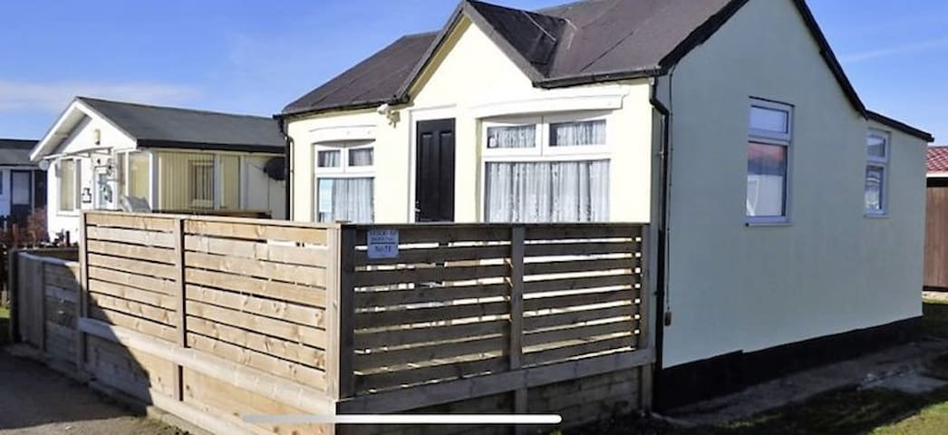 Horntail Holiday Chalet close to beach