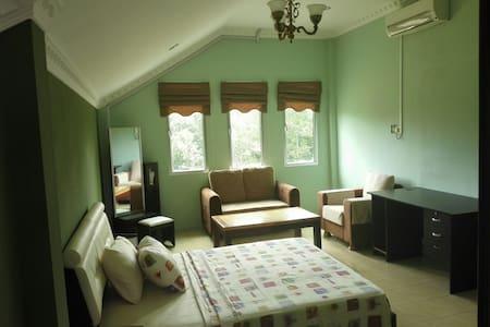 Villa Dadap master bedroom - Kilanas - Bed & Breakfast