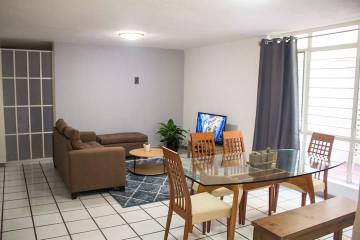 Beautiful apartment with parking lot and backyard