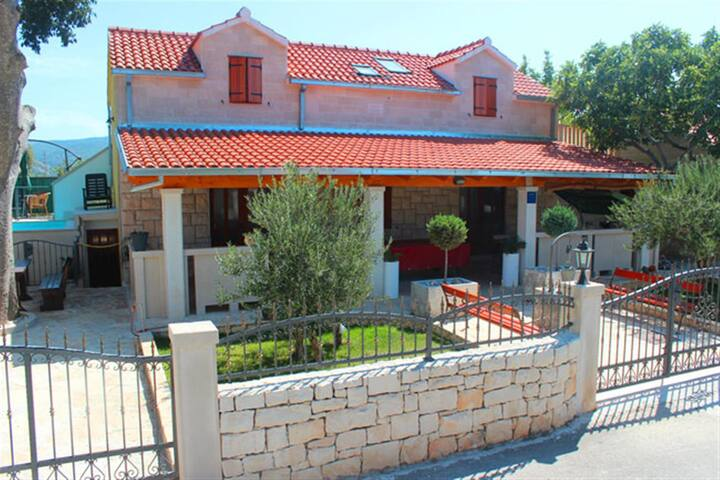 Villa Dore- Holiday House With Swimming Pool - Škrip