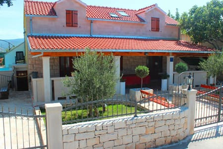 Villa Dore- Holiday House With Swimming Pool - Škrip - Дом