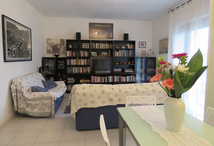 Emme 81 - spazioso attico a due passi dal mare - Ortona - Lägenhet