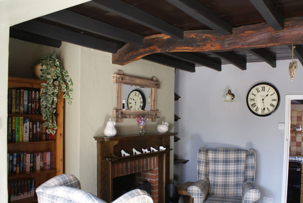 Cottage Snug room with real fire and oak beams