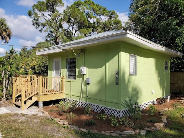 Iguana Cozy Cottage By The River 1 .3 Mi. To Beach