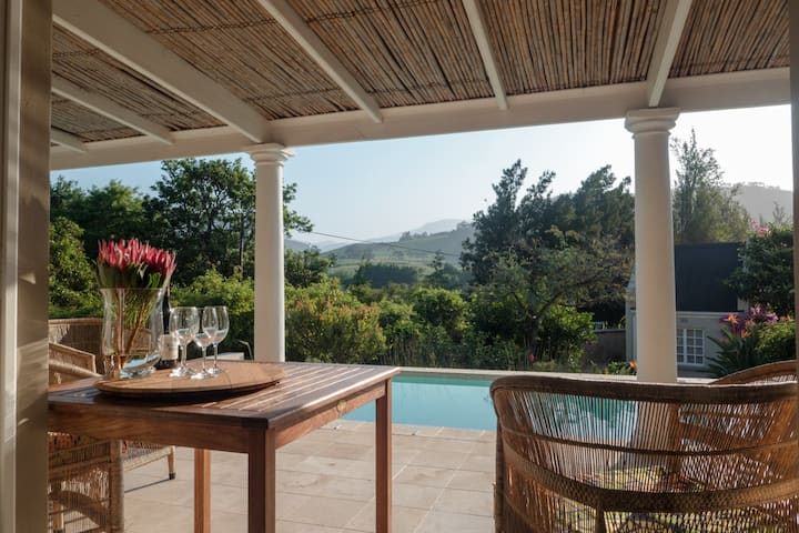 Bamboo Cottage, great views, pool & large garden