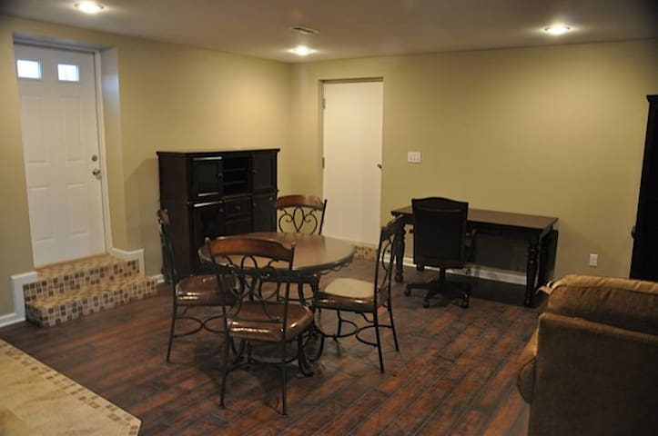 2 BR Apartment in Beautiful Historic Mansion (7)