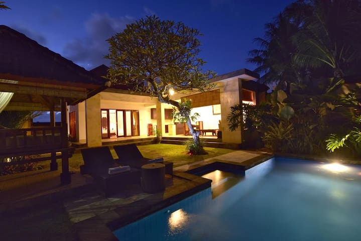 1BR Gorgeous Villa w/ Livingroom & Kitchen @Ubud