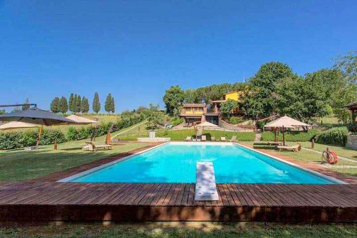 Elegant Cottage in Terranuova Bracciolini with Fitness Room