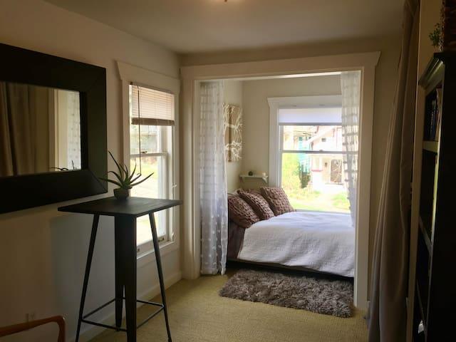 Cozy & Serene 1 BR in Phinney Ridge neighborhood - Seattle - House
