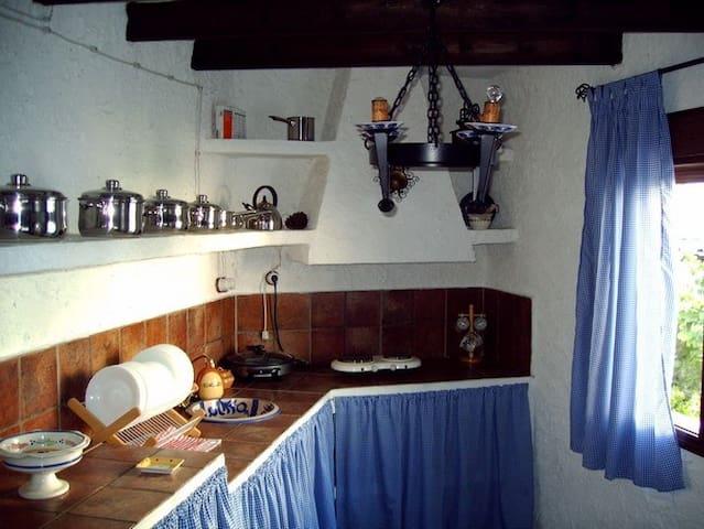 CASA TIPICA DE PUEBLO ANDALUZ CON ENCANTO - El Borge - Casa