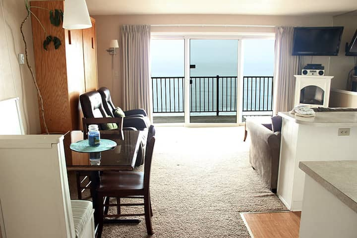 Oceanfront 2nd Floor Suite - Ocean Terrace #13