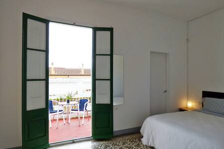 Big room with bathroom and terrace. Near the beach