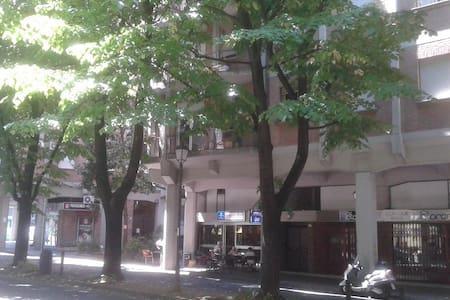 APPARTAMENTO LUMINOSO A DUE PASSI DAL CENTRO - Apartmen