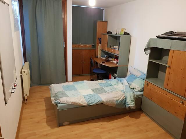 Schönes ruhiges abschliessbares Zimmer