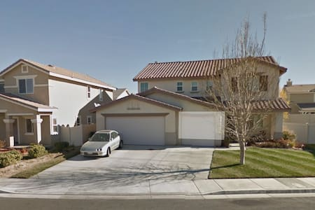 1 Bedroom Lower Unit w/Wi-Fi - Palmdale - House