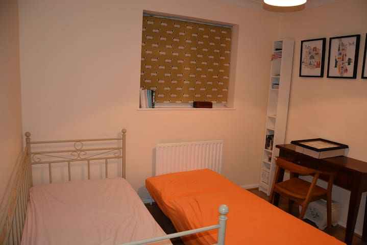 Room in Girton-  with Bike ! - Girton - Hus