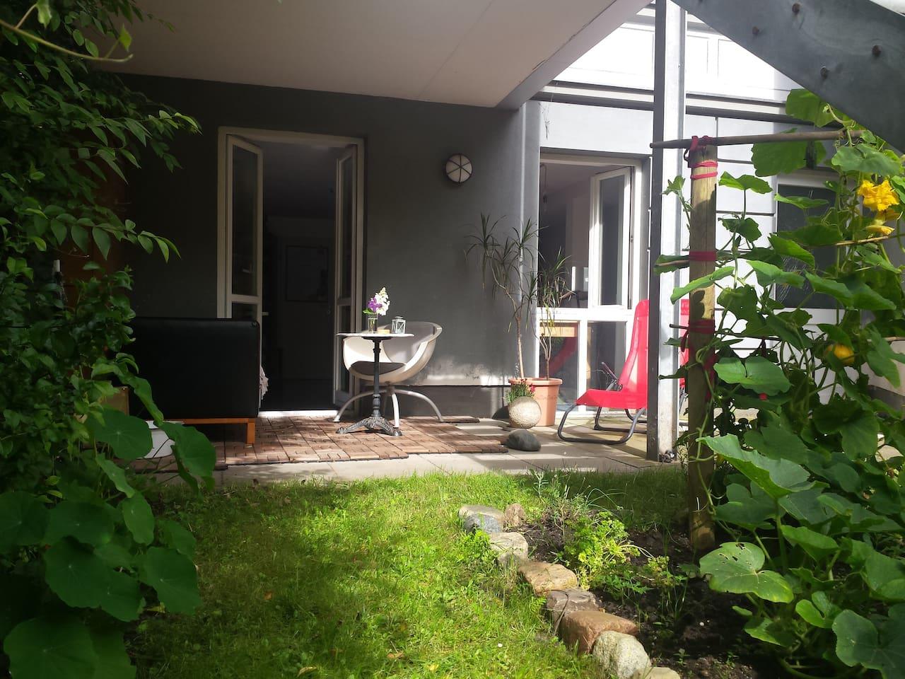 Private Terrasse im wunderschönen Garten