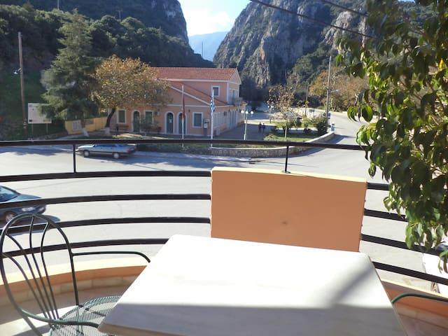 Odysseus Palace Hotel family friendly apartmnt 2-4 - Poros - Bed & Breakfast