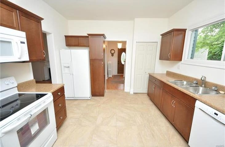 4 BR 2 BA near hospitals, Forest Park, Downtown - St. Louis