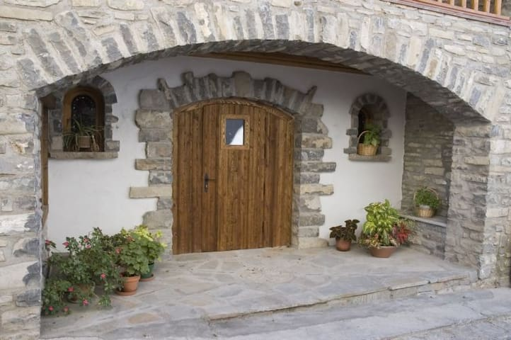 Apartamento rural Pirineo Aragonés, c/chimenea - Javierregay - Flat
