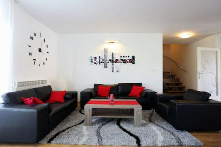 Villa near Airport Zagreb for 9 people - Velika Gorica