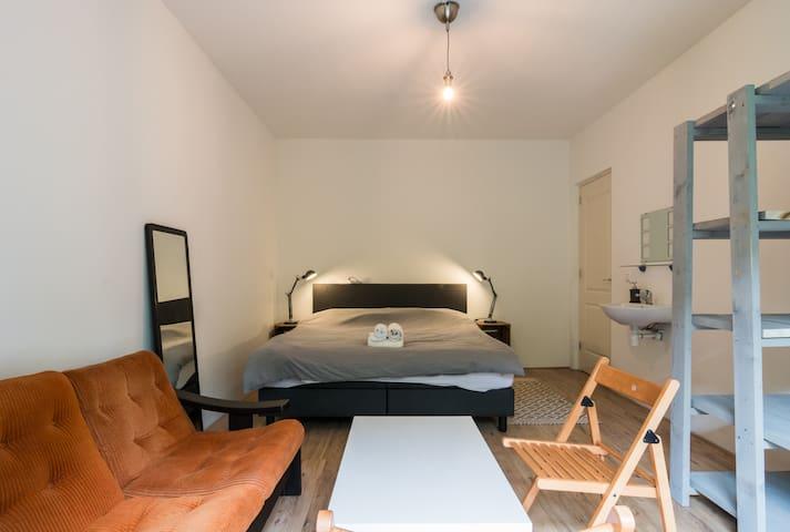 Beautiful room in trendy neighbourhood near center