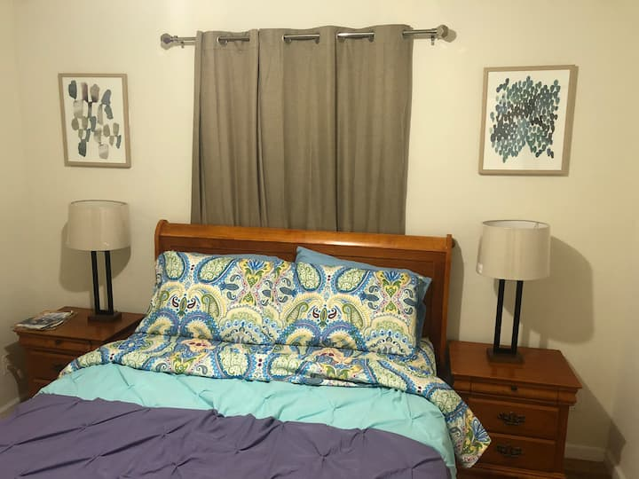 Nice Rm S. 10 minutes to Airport & Downtown Newark
