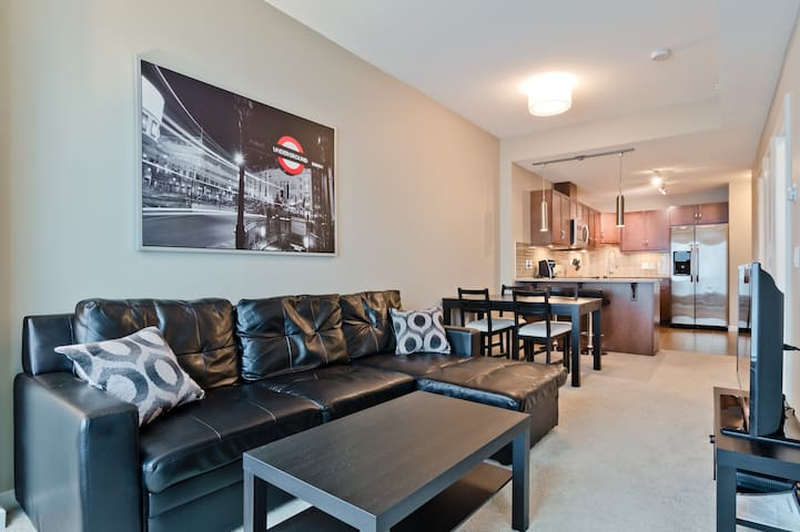 1BD Walkable to Downtown, BMO, Stampede,Chic style