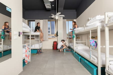 Abrahm Hostel - City Center - 10 Bed dorm - Tel Aviv-Yafo - Studentrum