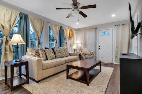 Renovated, solo or family retreat in Hapeville!