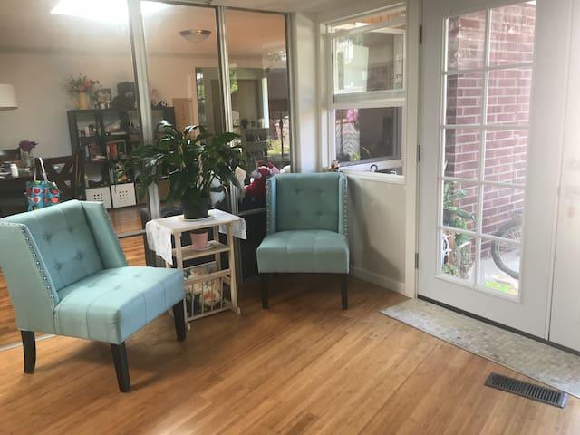 Bellevue 去哪都方便,温馨舒适的房子