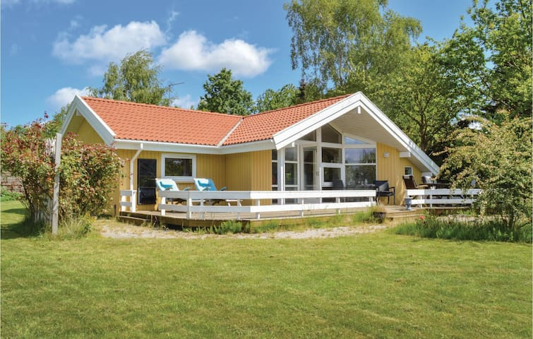 Holiday cottage with 3 bedrooms on 83m² in Græsted