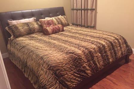 Private Room,King bed 10min Ft Belvoir & 15 min DC - Lorton - Townhouse