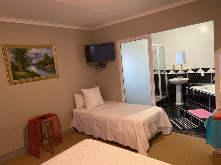 Angelenes Guest House