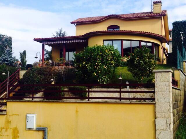 Chalet con piscina en Pontevedra - Pontevedra - บ้าน