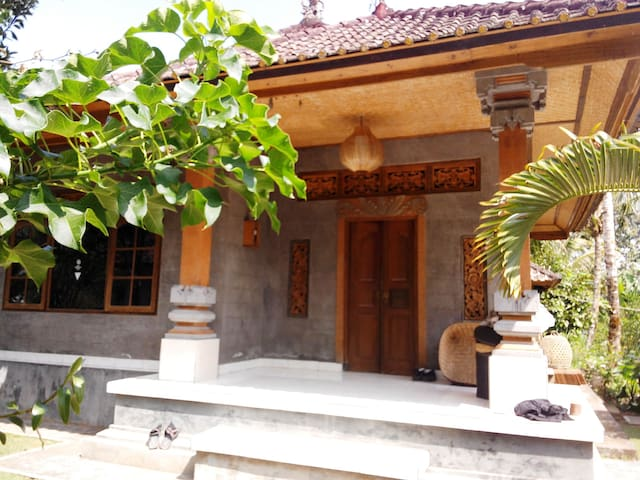 A Night in the FRIENDLY Village - Tegallalang - Bed & Breakfast