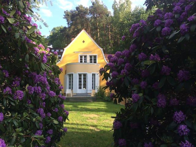 Haus am See mit Kamin
