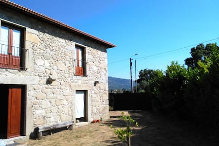 Rustic Farmhouse (120m2) and 3600m2 of green area - Braga - Casa