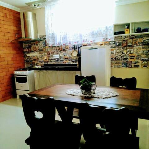 Apartamento tipo estúdio, estratégico e seguro
